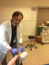 Инъекция вместо операции при контрактуре Дюпюитрена